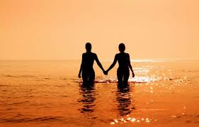 couple-in-ocean