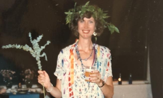 Woman holding branch & laurel crown